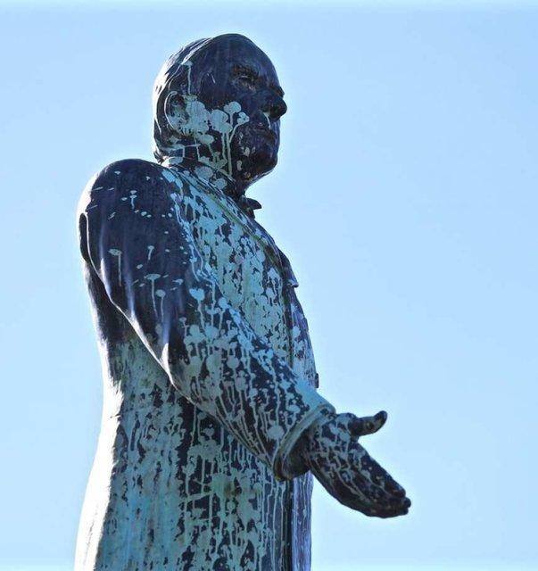 مجسمه بیست وپنجمین رییس جمهور آمریکا تخریب شد