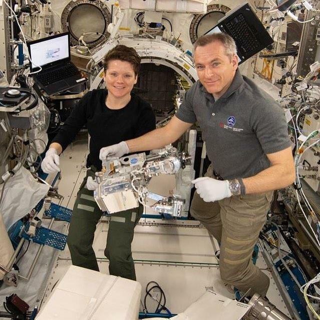 2 فضانورد ایستگاه فضایی بین المللی در یک قاب