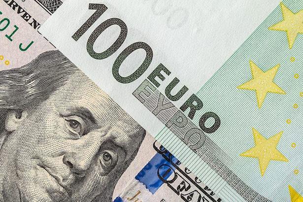 شنبه 5 مرداد ، دلار وارد کانال 11 هزار تومان شد