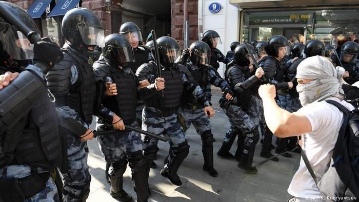 بیش از هزار نفر در تظاهرات مخالفان در مسکو بازداشت شدند