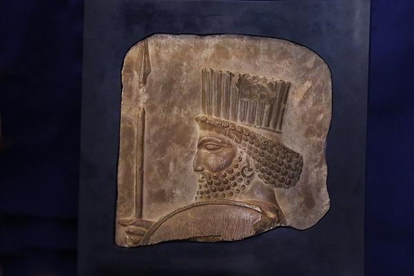 مشهد، اولین مقصد نمایش نقش برجسته سرباز هخامنشی